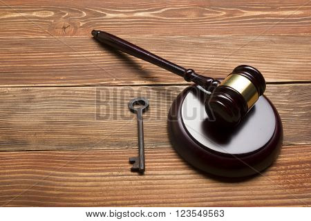 Judges Or Auctioneer Gavel, Retro Door Key On The Wood Table. Concept For Trial, Bankruptcy, Tax, Mortgage,  Auction Bidding, Foreclosure Or Inherit Real Estate.