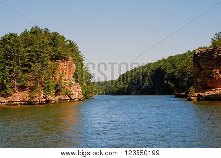 Wisconsin River sandwiched between two rocks, Wisconsin Dells, USA