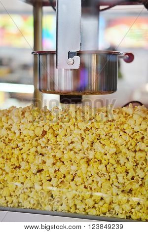 Popcorn into a popcorn machine