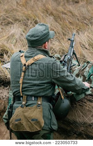 Soldier of the Wehrmacht of the Second World War with a machine gun in position