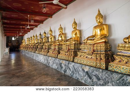 Buddha images in the cloister Wat Pho