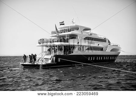 Hurghada, Egypt - February 24, 2017: White Ship Or Yacht, Modern Motor Boat And Group Of People, Scu