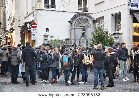 Brussels, Belgium - November 19, 2016: People Visit Manneken Pis Peeing Boy Fountain In Brussels. Th