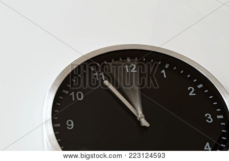 Clock hand is moving from five to eleven till eleven o'clock