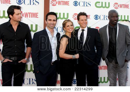 LOS ANGELES - AUG 3:  Kristoffer Polaha, Nestor Carbonell, Sarah Michelle Geller, Ioan Gruffudd, Mike Colter arriving at the CBS TCA Party at Pagada Cafe on August 3, 2011 in Beverly Hills, CA