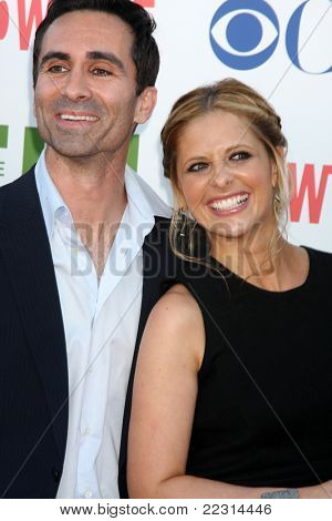 LOS ANGELES - AUG 3:  Nestor Carbonell, Sarah Michelle Geller arriving at the CBS TCA Summer 2011 All Star Party at Robinson May Parking Garage on August 3, 2011 in Beverly Hills, CA
