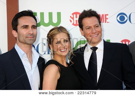LOS ANGELES - AUG 3:  Nestor Carbonell, Sarah Michelle Geller, Ioan Gruffudd arriving at the CBS TCA Summer 2011 All Star Party at Robinson May Parking Garage on August 3, 2011 in Beverly Hills, CA