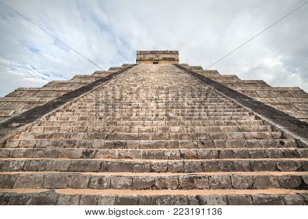 Steps to the top of the pyramid, Kukulcan Temple at Chichen Itza, Yucatan, Mexico