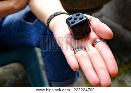 Fidget Cube stress reliever, fingers toy, black. (relax)