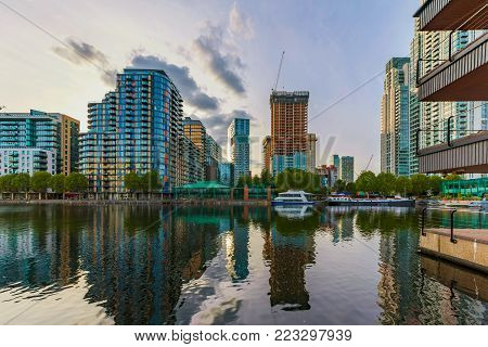 LONDON, UNITED KINGDOM - OCTOBER 07: High rise apartment buildings and skyscrapers in the Canary Wharf financial district on October 07, 2017 in London