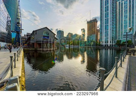 LONDON, UNITED KINGDOM - OCTOBER 07: Modern architecture in the South Quay office area in the Canary Wharf financial district on October 07, 2017 in London