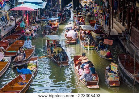 RATCHABURI, THAILAND - AUGUST 14: This is a view of Damnoen Saduak floating market. It is a famous market where people come to experience Thai culture on August 14, 2017 in Ratchaburi