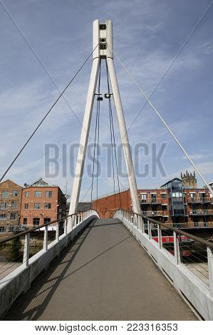 FOOT BRIDGE FROM BREWERY WARF TO THE CALLS LEEDS YORKSHIRE ENGLAND