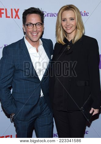 LOS ANGELES - JAN 18:  Dan Bucatinsky and Lisa Kudrow arrives for the