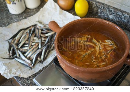 tomato sauce prepared with fresh anchovies and cooked in terracotta pot