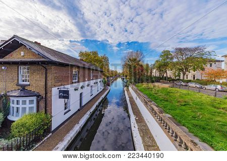 LONDON, UNITED KINGDOM - OCTOBER 30: View of the Regents Canal waterway in the Maidavale area on October 30, 2017 in London