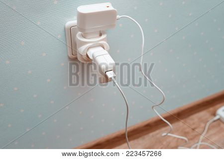 the electric socket with forks from various devices