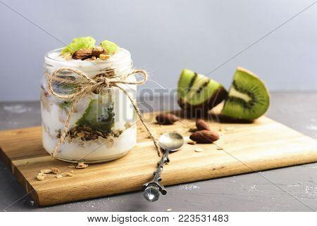 Yogurt Parfait With Kiwi And Granola