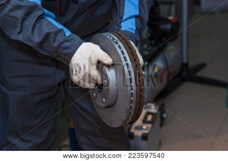 Repair of brake pads on the car. Brake repair