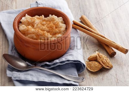 Rice pudding topped with cinnamon powder and almonds
