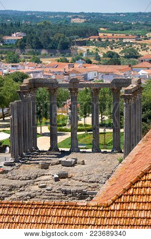 Roman temple of Evora (Temple of Diana), dedicated to the cult of Emperor Augustus – as seen from the roof of Evora Cathedral (Se). Evora. Portugal