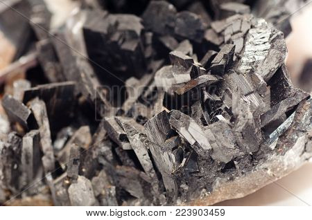 wolframite, a tungsten cousin used in lightbulb filament manufacturing