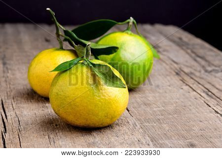 Ripe Mandarine with Leaves Tangerine Mandarine Citrus on Wooden Table Background Citrus fruits Copy space