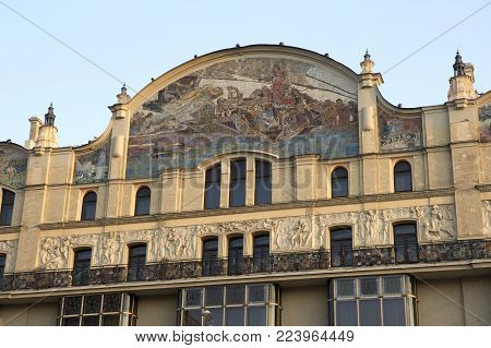 DECORATIVE MOSAIC ON FRONT OF HOTEL METROPOL TEATRALNY PLOSCHAD MOSCOW RUSSIA