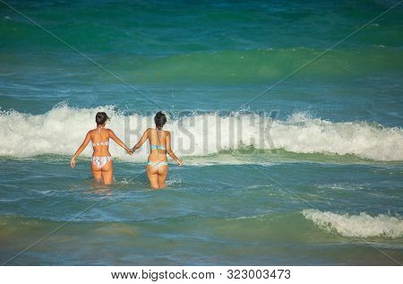 Miami Beach, Fl, Usa - October 10, 2016: Young Females Enjoy The Warm Water Waves Of Atlantic Ocean