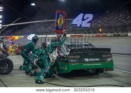 September 01, 2019 - Darlington, South Carolina, USA: Kyle Larson (42) and crew make a pit stop for the Bojangles' Southern 500 at Darlington Raceway in Darlington, South Carolina.
