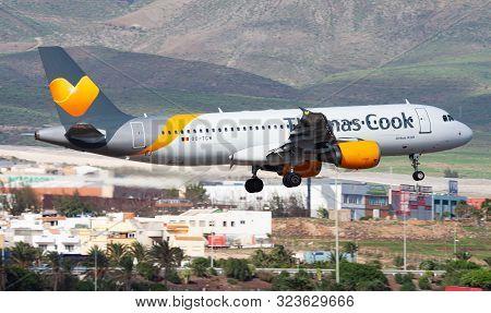 Las Palmas / Spain - November 27, 2015: Thomas Cook Airlines Airbus A320 Oo-tcw Passenger Charter Pl