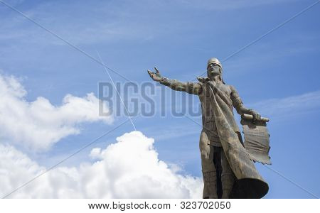 Caceres, Spain - Sept 22th 2019: Nezahualcoyotl Statue, Ruler Or Tlatoani Of The City-state Of Texco