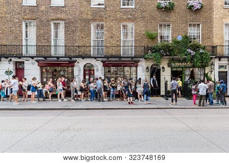 London, Uk -- July 24, 2018: A Long Queue For To The Sherlock Holmes Museum In London