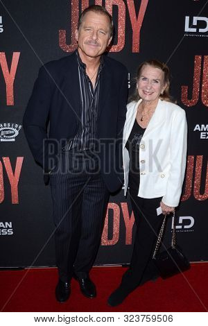 LOS ANGELES - SEP 19:  Maxwell Caulfield, Juliet Mills at the