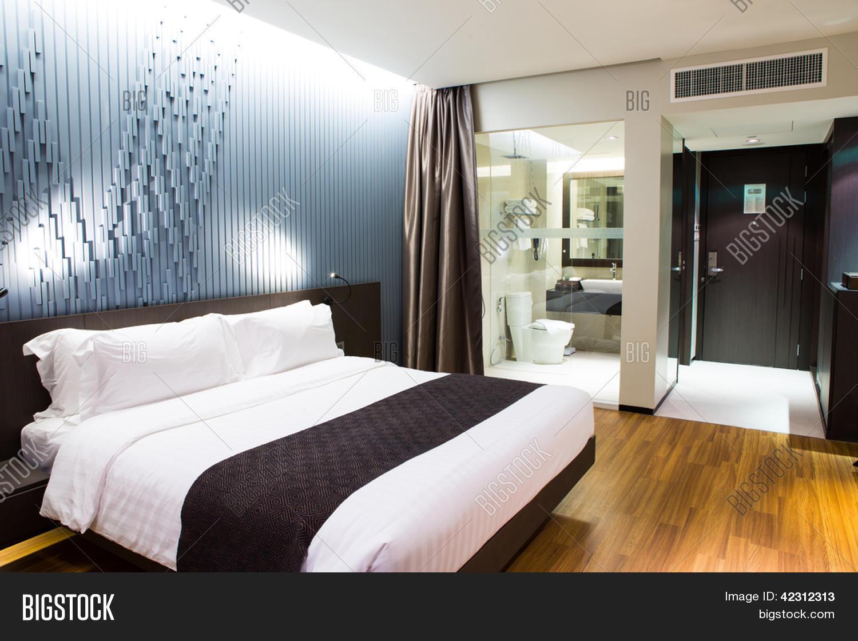 interieur van moderne comfortabele hotelkamer