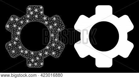 Glossy Mesh Vector Gear With Glare Effect. White Mesh, Glare Spots On A Black Background With Gear I