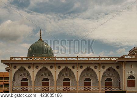 Bangkok, Thailand - 07 Jun 2021 : Artistic Architecture And Dome Of Of Masjid Al - Yusraw Or Al - Yu