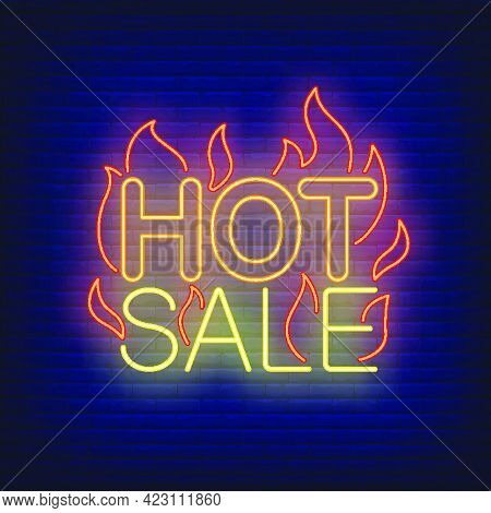 Hot Sale With Flames Neon Sign. Glowing Neon Bar Sign. Shopping, Sale, Discount. Hot Sale Concept. V