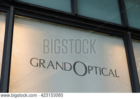 Bordeaux , Aquitaine France - 06 06 2021 : Grand Optical Logo Brand And Text Shop Sign Store French