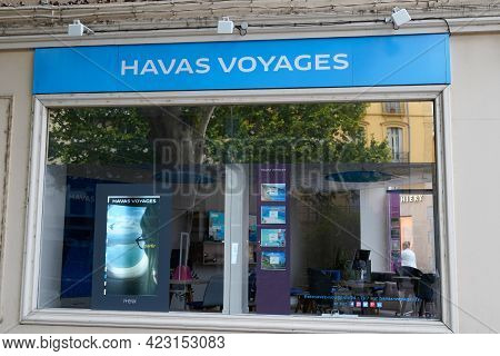 Bordeaux , Aquitaine France - 06 06 2021 : Havas Voyages Text Sign And Brand Logo Front Of Office Ho