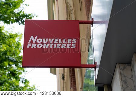 Bordeaux , Aquitaine France - 06 06 2021 : Nouvelles Frontieres Logo Brand Red And White Text Sign F