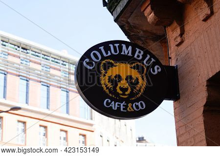 Bordeaux , Aquitaine France - 06 06 2021 : Columbus Cafe & Co Sign Brand And Text Logo Of French Cof