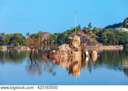 Shiva Temple On Nakki Lake In Mount Abu. Mount Abu Is A Hill Station In Rajasthan State, India.