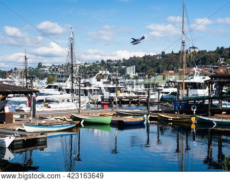 Seattle, Usa - October 4, 2018: Boats On The Shores Of Lake Union In South Lake Union Neighborhood,