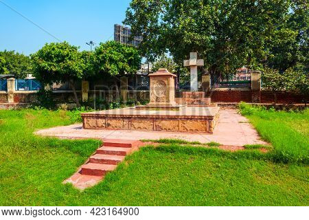Tomb Near The St. James Or Skinner Church, One Of The Oldest Churches In New Delhi Situated Near Kas
