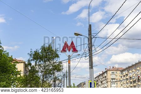 Moscow, Russia- May 22, 2021: Moscow Metro. A Sign Above The Entrance To The Metro Station. Red Lett