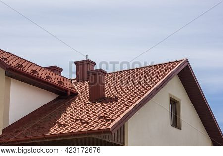 the roof of the house in which modern roofing materials are used