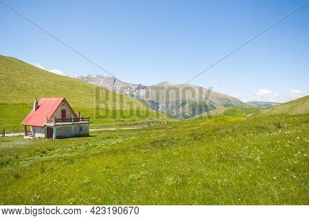 Beautiful Spring Landscape In The National Park Of Monti Sibillini, Pintura Di Bolognola, Marche, It