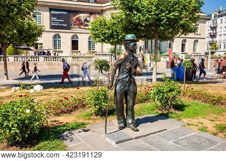Vevey, Switzerland - July 19, 2019: Charlie Or Charles Chaplin Statue On The Shore Of Geneva Lake In