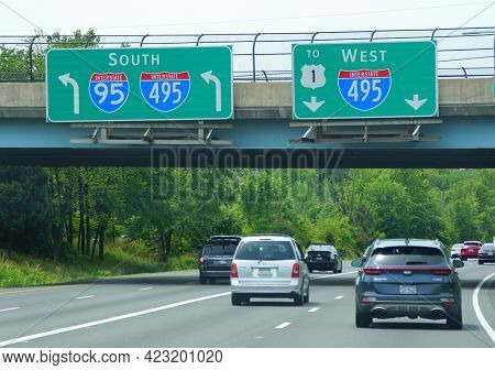 Fairfax, Virginia, U.s.a - May 17, 2021 - The Traffic On Interstate 95 South And 495 South And West